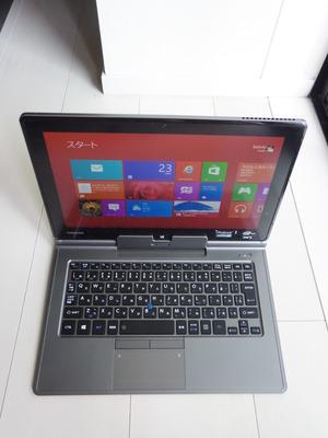 写真1 dynabook V713 (キーボードドック装着時)