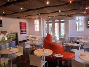 005-Cafe-Leopold-4-300x225.jpg